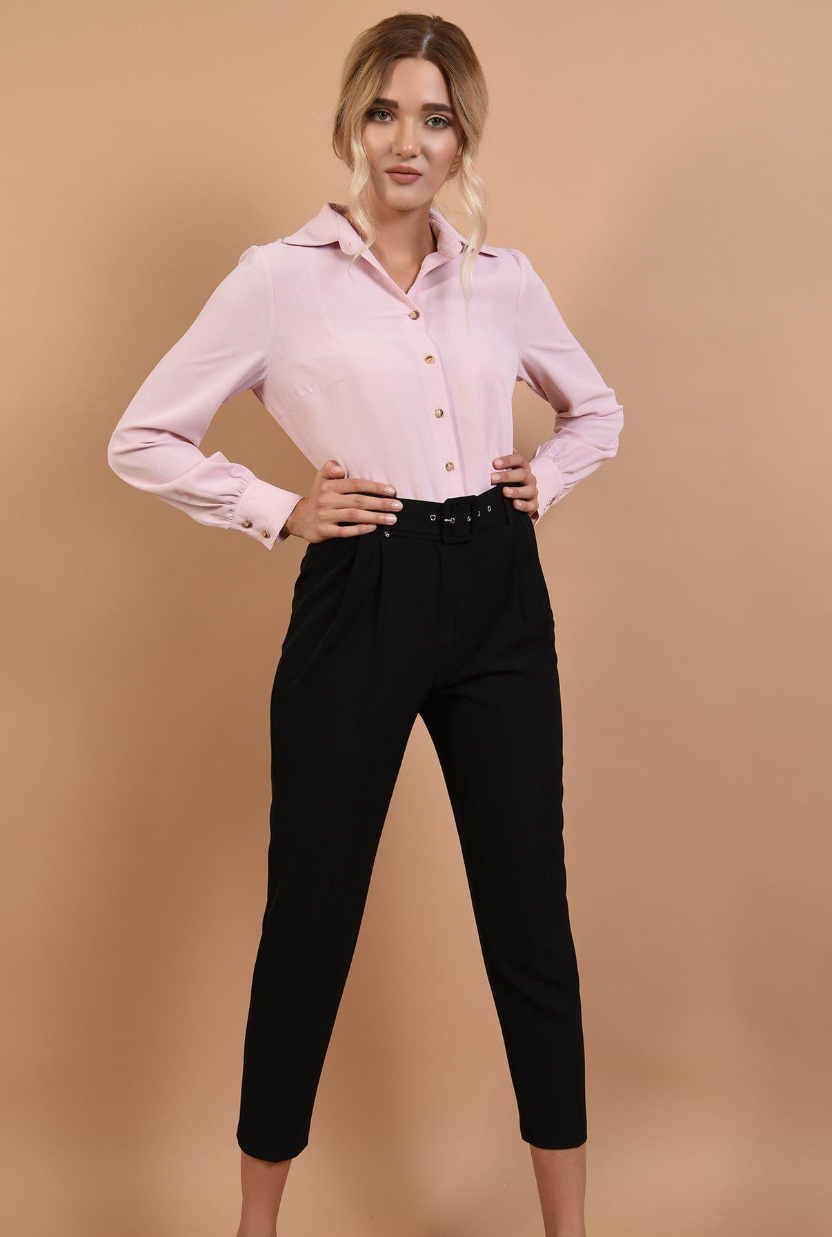 Pantaloni cu centura si camasa roz