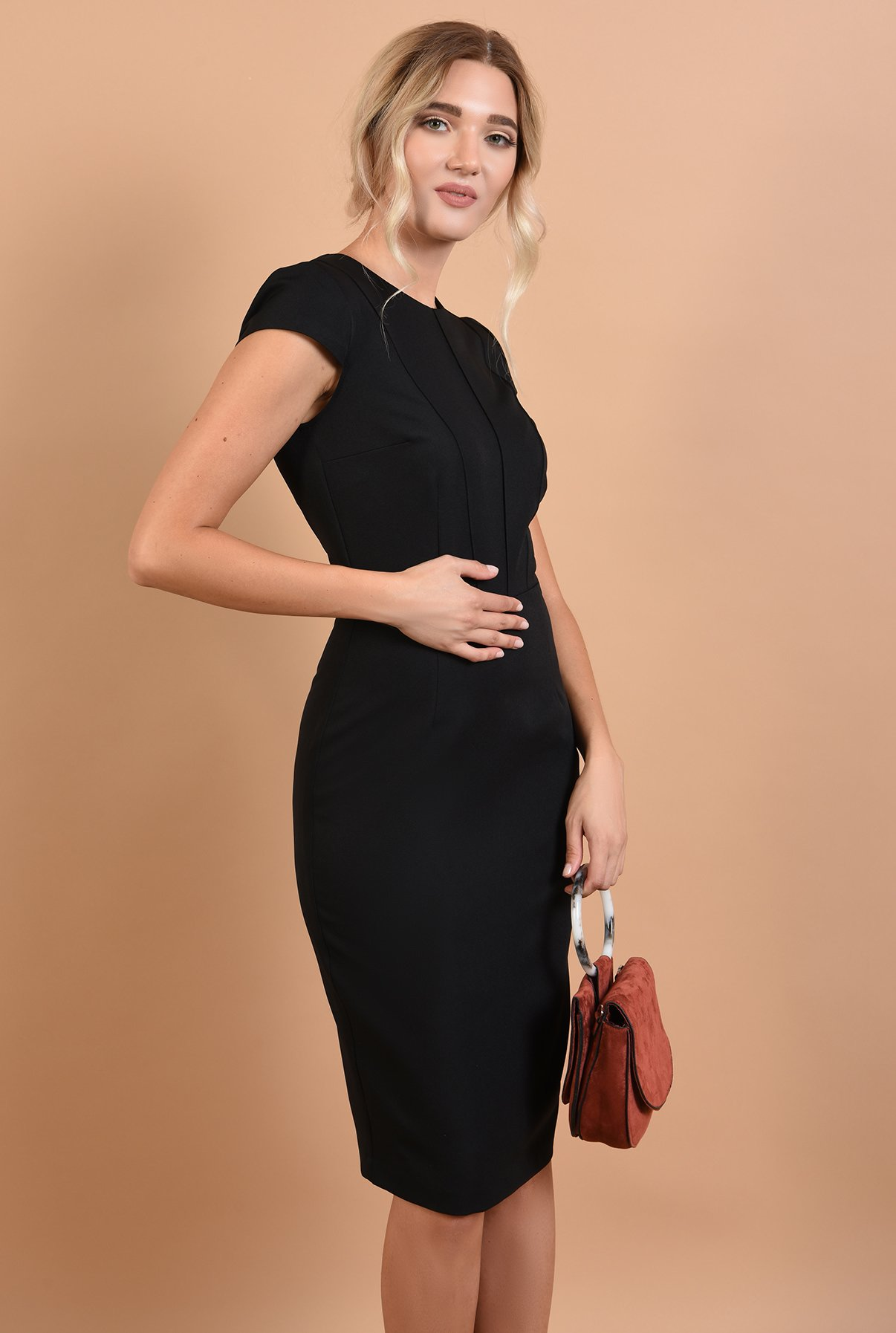 Rochie neagra cu cusaturi decorative