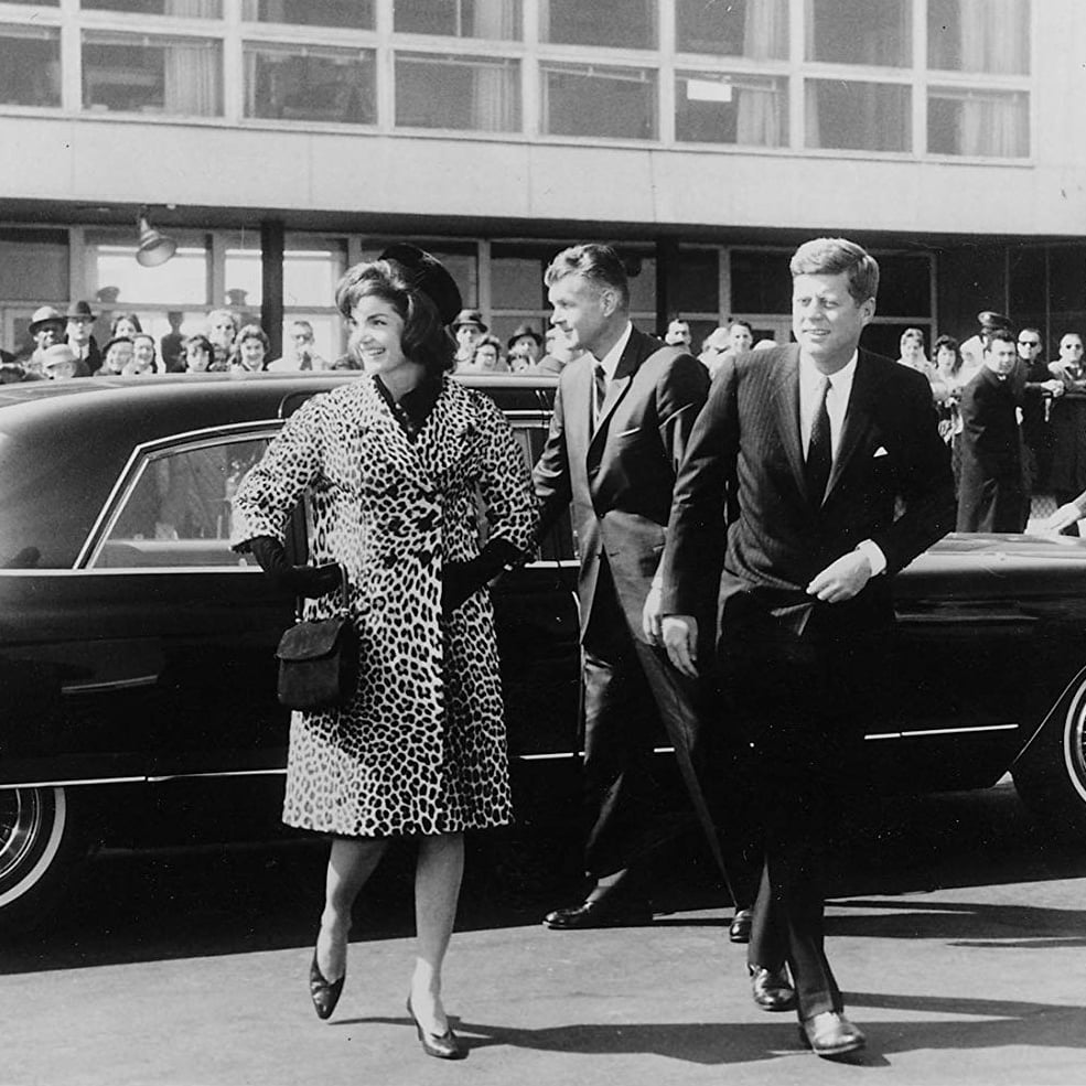 Jackie Kennedy purtand faimoasa haina by Oleg Cassini
