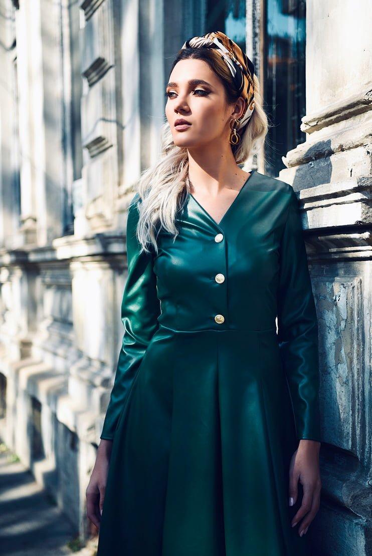 Rochie verde cu nasturi aurii