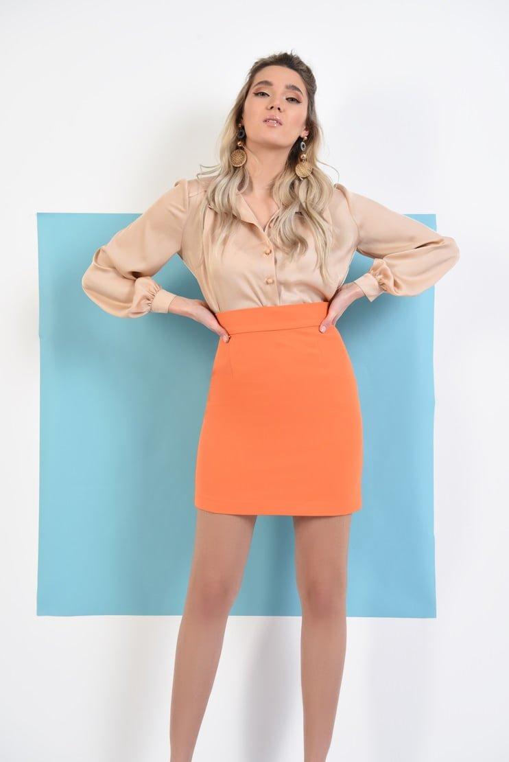 Bluza matasoasa si fusta scurta orange cu talie inalta