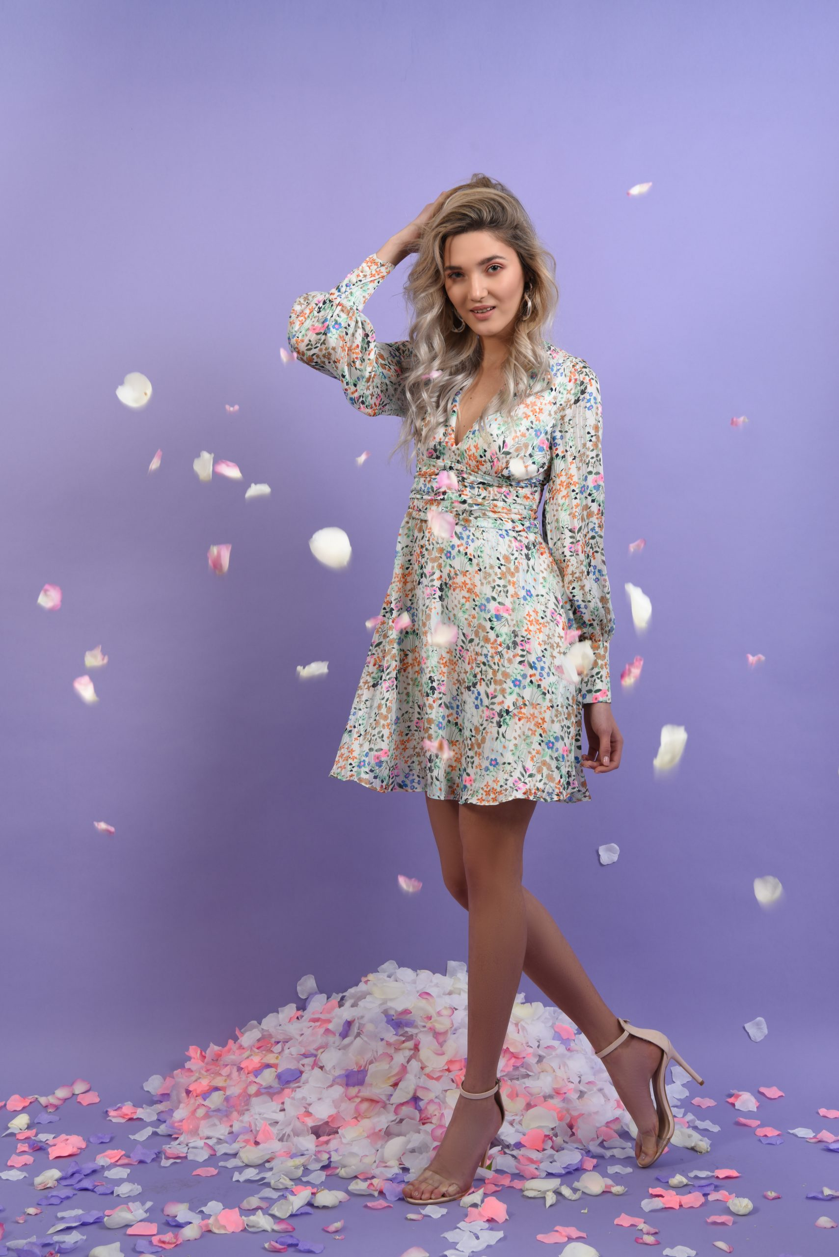 Rochie din voal cu print floral si betelie fronsata