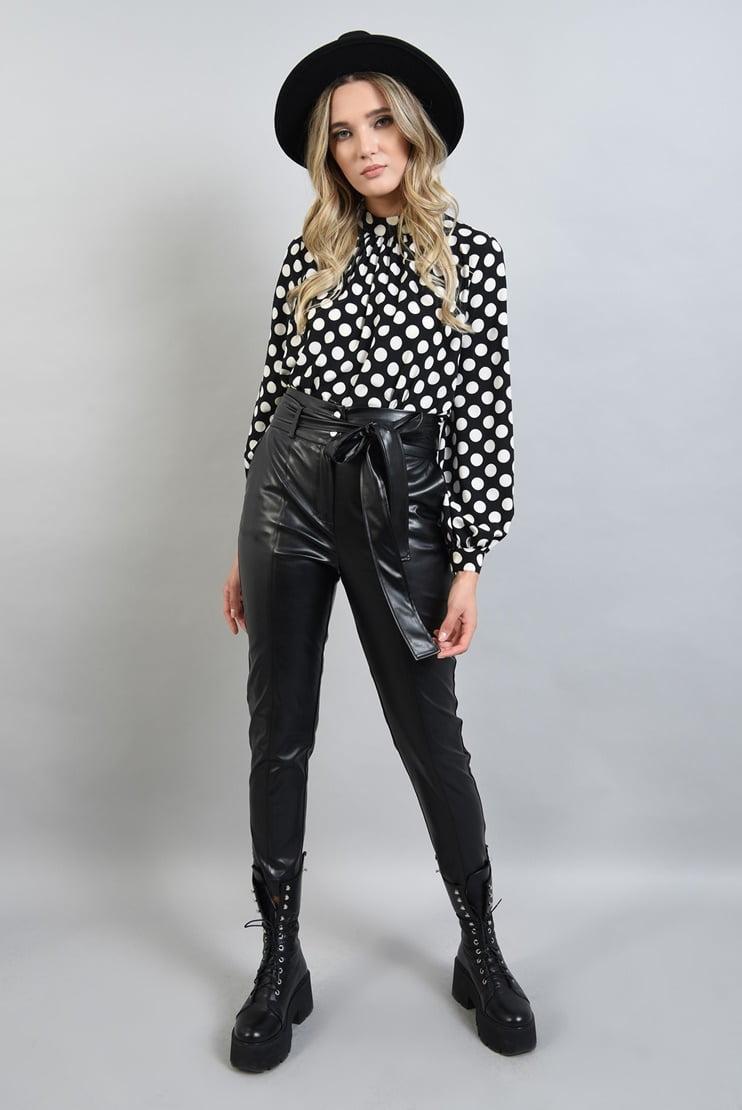 Pantaloni din piele eco si bluza cu buline