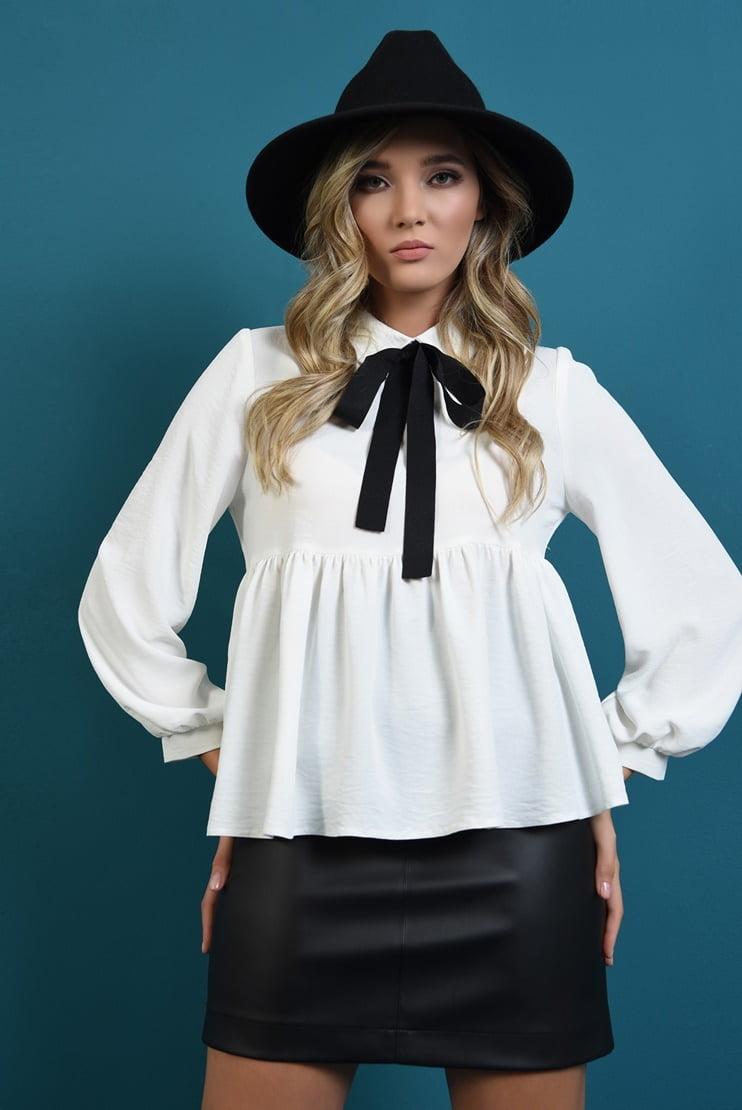 Bluza cu funda si fusta mini