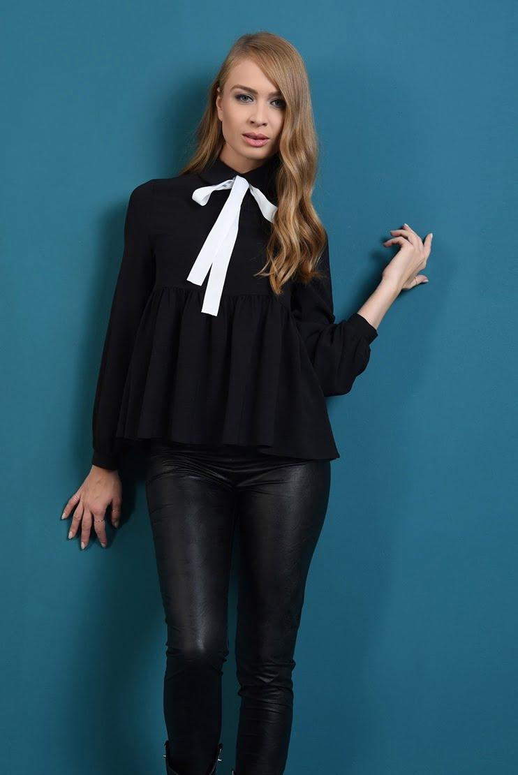 Bluza neagra cu funda in contrast