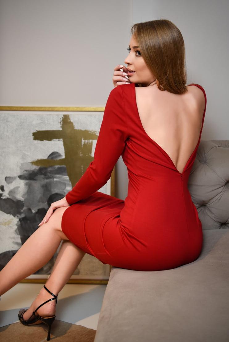 Rochie rosie eleganta cu spate decoltat