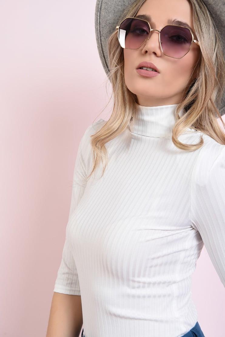 Bluza reiata cu guler inalt