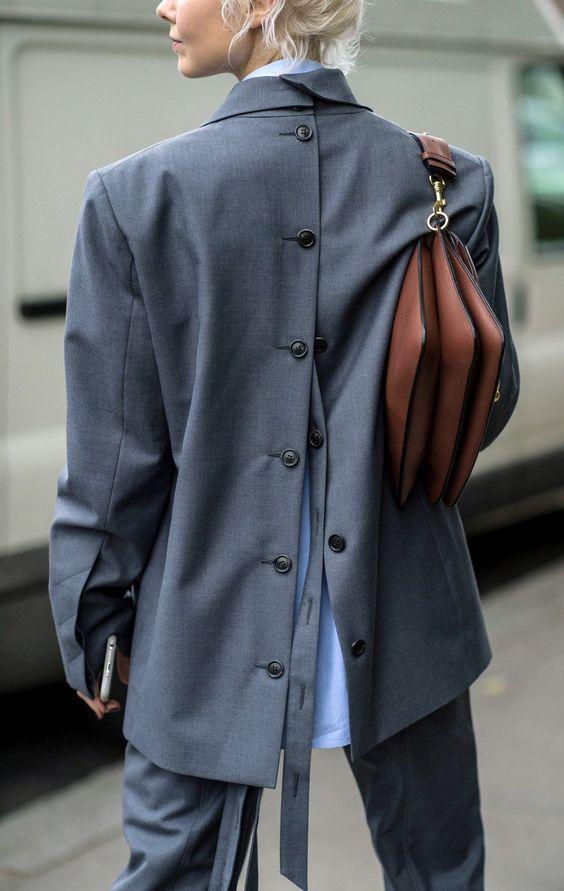 Jacheta cu nasturi la spate