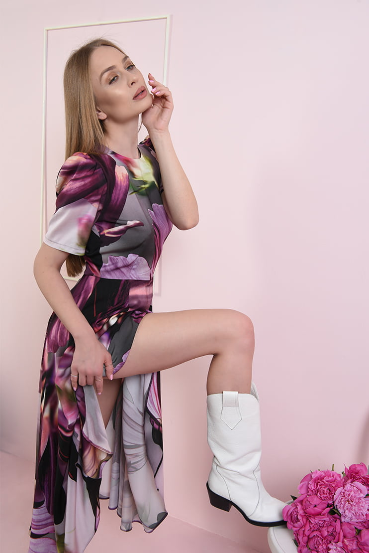 Rochie midi cu motive florale ample