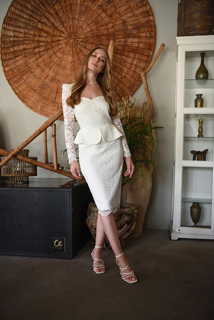Rochie eleganta din dantela cu peplum